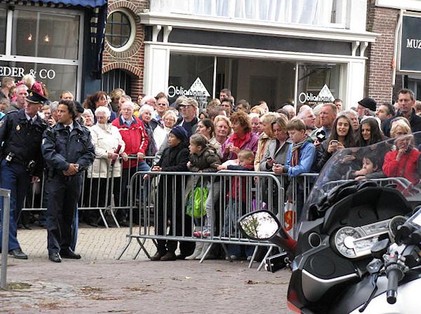 alkmaar5-veel-publiek-voor-de-deur
